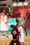 图文-亚运男篮决战中国对卡塔尔王治郅篮下神勇