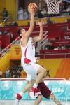 图文-亚运男篮决战中国对卡塔尔朱芳雨轻松上篮