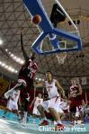 图文-亚运男篮决战中国VS卡塔尔黄油手导致丢球
