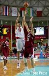 图文-亚运男篮决战中国VS卡塔尔大郅跃起投篮