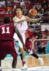 图文-男篮决赛中国59-44卡塔尔王仕鹏传球