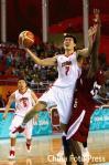 图文-男篮决赛中国59-44卡塔尔大鹏力压对手