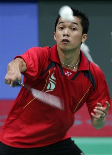 图文-多哈羽毛球男团印尼对阵日本 陶菲克放小球图片