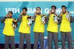 图文-亚运藤球男子单组泰国摘金冠军们一起吻金牌