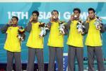 图文-亚运藤球男子单组泰国摘金队员上台领奖