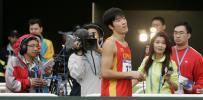 图文-亚运男子110米栏预赛中央台采访飞人刘翔