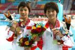 图文-女子十米台陈若琳/贾童夺金娃娃和金牌全都要