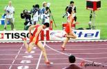 图文-刘翔打破亚运会纪录夺冠顺利冲过终点