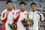 图文-刘翔打破亚运会纪录夺冠我又拿了一块金牌