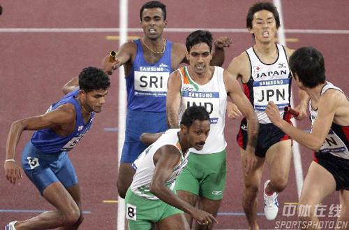 亚运男子4x400米接力赛 三队选手几乎同时交接