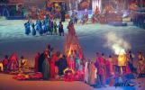 图文-多哈亚运会隆重闭幕阿拉伯民族服饰展现