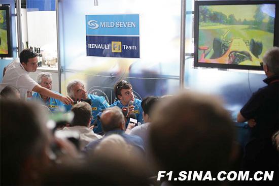 雷诺:赛前担心阿隆索反应过度受罚丢了他夺冠机会