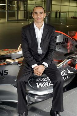 迈凯轮车队确认07赛季阵容汉密尔顿搭档阿隆索