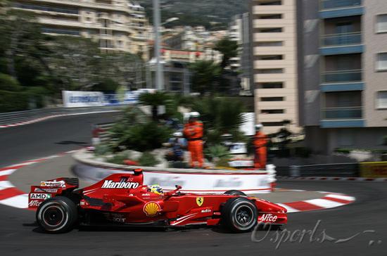 独家图-F1摩纳哥站周四练习赛马萨在赛道上