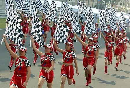 高举旗帜奔跑向前