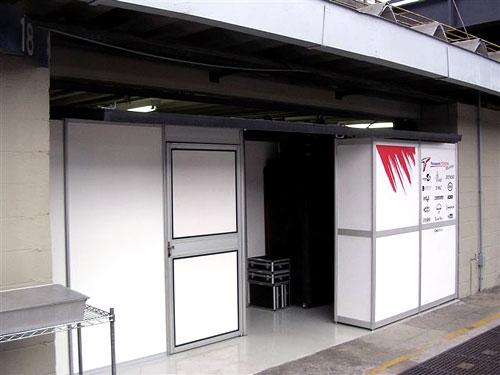 图文-F1巴西站即将开始丰田车队维修区