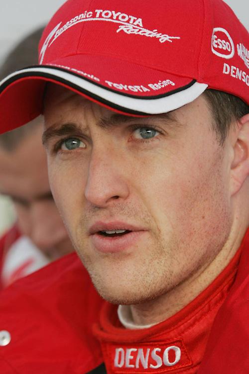 图文-F1赫雷斯赛道试车第3日小舒马赫也是一身红装