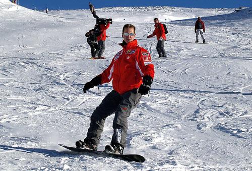 图文-法拉利车队滑雪胜地度假舒马赫:这个动作如何?