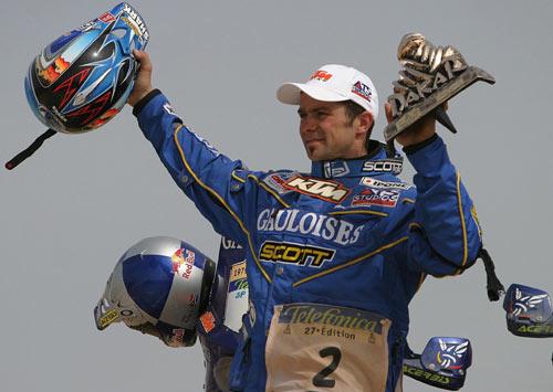 图文-达喀尔赛德斯普莱斯称雄摩托车组高举金杯