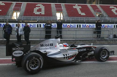 图文-迈凯轮发布新车MP4-20新车接受首次测试