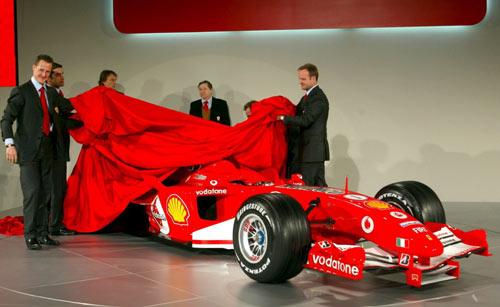 图文-F1法拉利车队发布新车舒马赫对爱车很欣赏