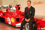 图文-F1法拉利车队发布新车巴里切罗西装蛮帅