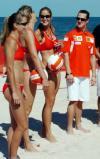 图文-[F1]澳大利亚大奖赛在即舒马赫与美女玩沙排