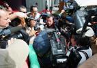 图文-F1澳大利亚站首次练习斯图达特被媒体围困