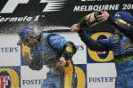 图文-F1澳大利亚站颁奖仪式洗个香槟浴