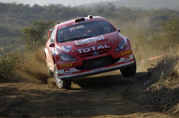 图文-WRC阿根廷站首日格洛霍姆超越过弯极限