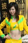 图文-澳门F3大赛性感女郎裸露肚脐眼神忧郁