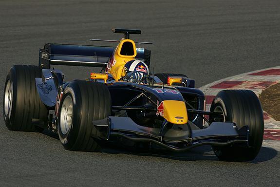 图文-F1巴塞罗那试车第三天老将库特哈德露面
