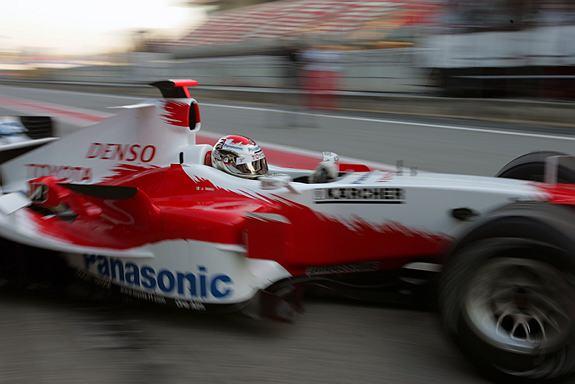 图文-F1巴塞罗那试车第三天特鲁利继续熟悉新车