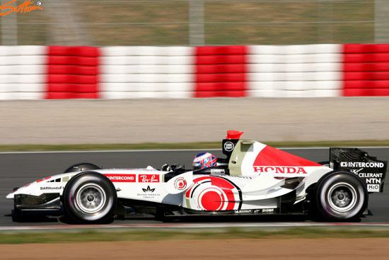 图文-F1巴塞罗那试车第三日巴顿归来拿下第一快