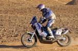 图文-达喀尔拉力赛第五日赛车在沙漠中飞驰