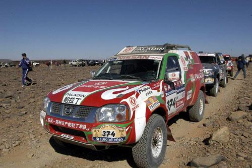 图文-帕拉丁征战达喀尔拉力赛 整装待发的374号车