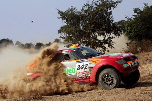 图文-达喀尔拉力赛第13赛段三菱车队阿尔方