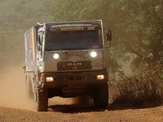图文-大众车队征战达喀尔大众强大的MAN后援卡车