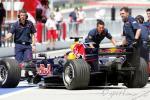 图文-F1马来西亚站排位赛克莱恩推车入库