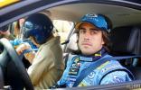 图文-雷诺F1车队东京发布会阿隆索带车迷体验速度