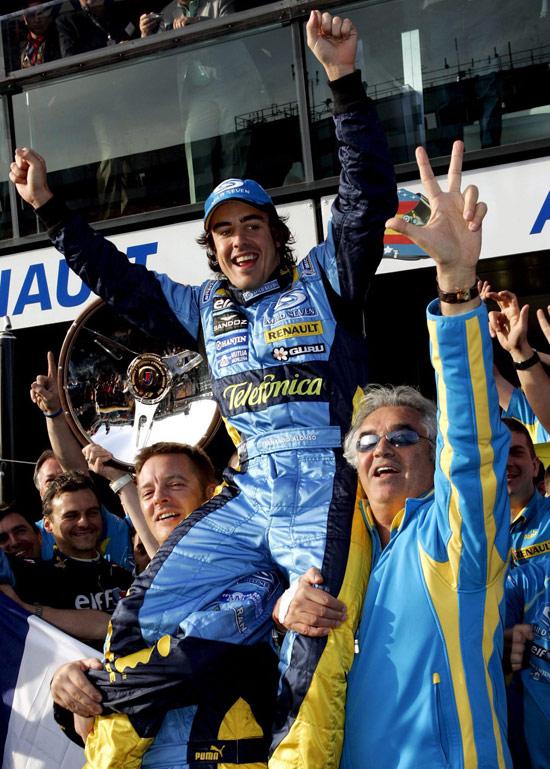 图文-F1澳大利亚站精彩图片布里亚托利托起阿隆索