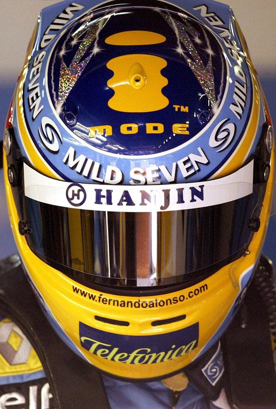 图文-F1巴塞罗那试车次日阿隆索新头盔特写