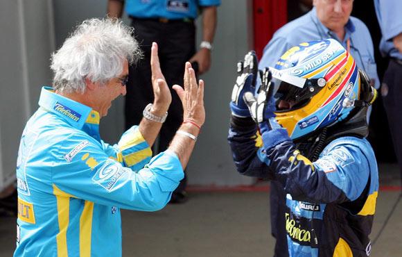 图文-F1西班牙站精彩图片阿隆索与布里亚托利