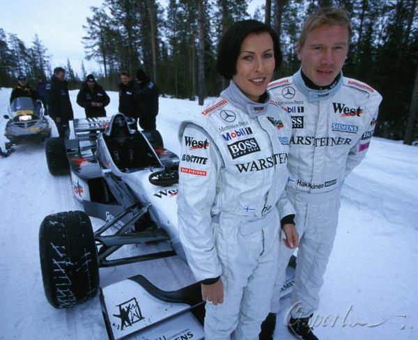 图文-迈凯轮40年辉煌历史2000年哈基宁与妻子埃尔嘉