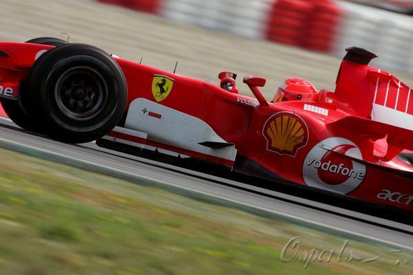 图文-F1巴塞罗那试车第三日法拉利车王迈克尔-舒马赫