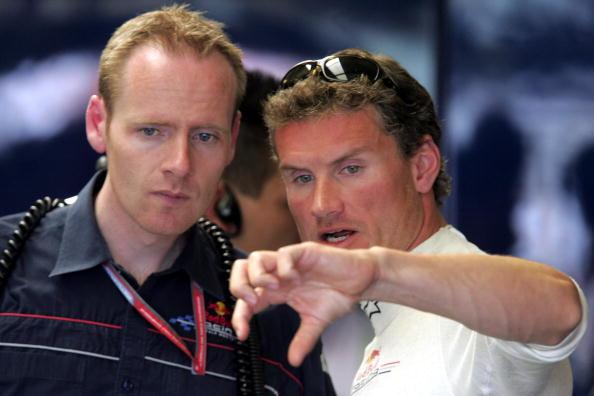 F1英国站二次练习赛库特哈德与技师交流