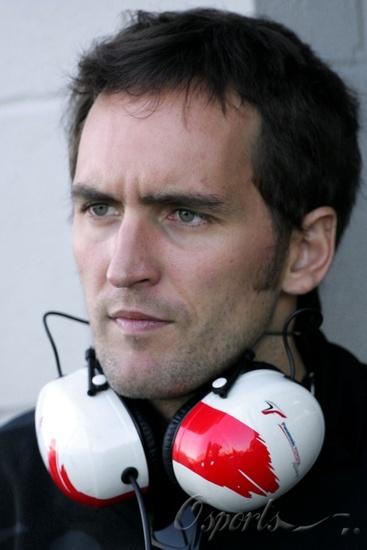 图文-F1银石试车第三日蒙塔吉尼戴上丰田耳机