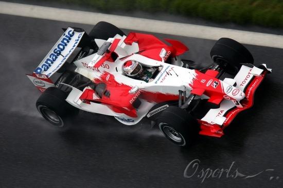 图文-F1中国站阿隆索雨中夺杆位丰田车队车手特鲁利