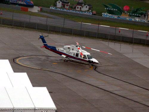 图文-F1中国站赛前小雨来袭直升机随时待命
