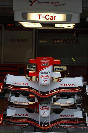 图文-F1日本大奖赛在即丰田车队维修间一角